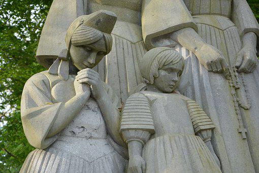 Monument To The Breton, Pain Girls Of Sailor