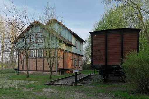 Railway Station, Braunschweig, Schapendoes, Shut Down