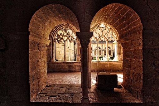 Abbey Of Cadouin, Dordogne, Périgord, France, Sculpture
