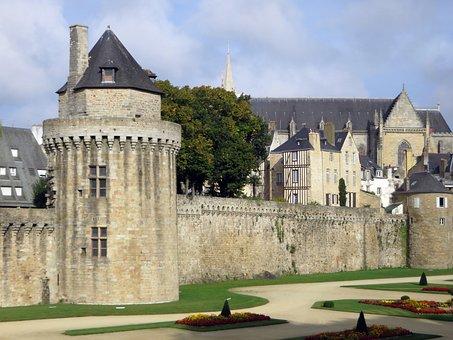 Valves, Morbihan, Ramparts, Old Town, Tours