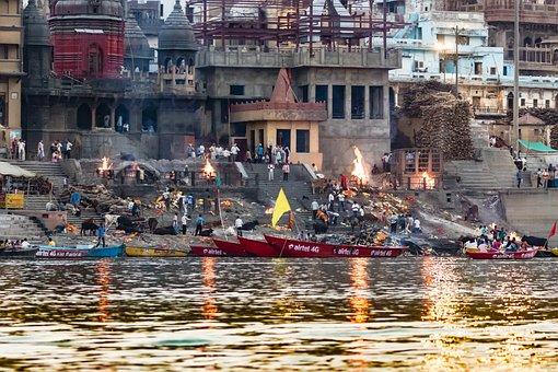 India, Varanasi, Ganges, Manikarnika Ghat
