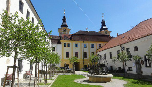 Town Hall, Courtyard, Czechia, Architecture, House, Old
