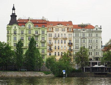 Prague, Rašínovo Nábřeží, Architecture