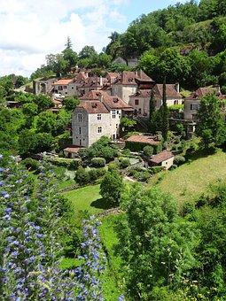 Saint-cirq-lapopie, Lot, France, Village