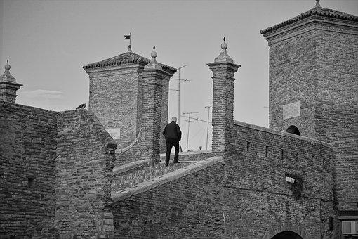 Comacchio, Architecture, Monument