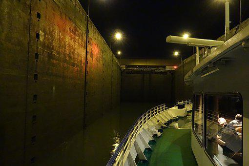 Ms-moldavia, Danube, Lock, Ottensheim, Evening