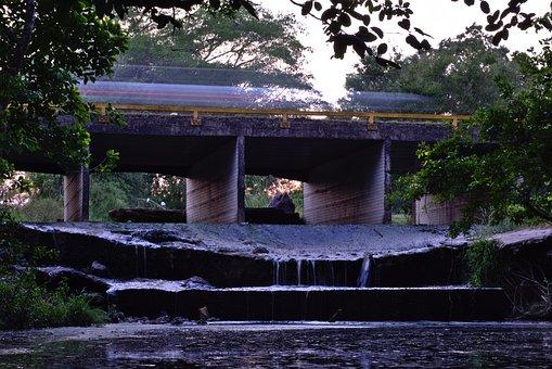Transportation System, Traffic, Small Bridge, Speed