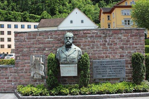 Liechtenstein, Vaduz, Monument