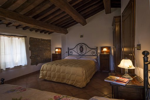 Acute Mountain, Suite, Room