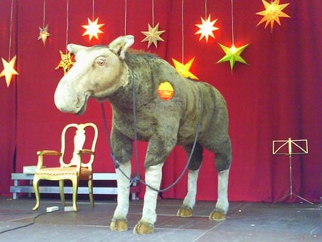 Moose, Elk, Soft Toy, Stage, Performance, Prop