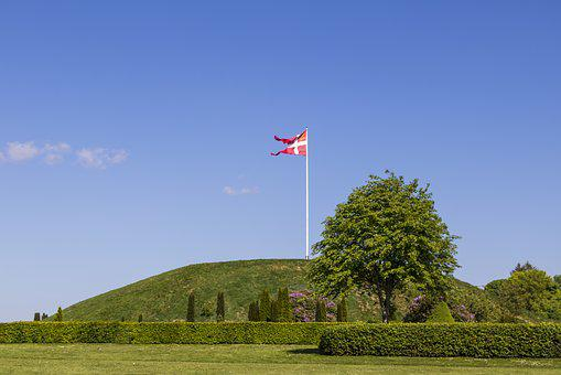 Mound, Gorm And Thyra, Jelling, History, Blue Sky