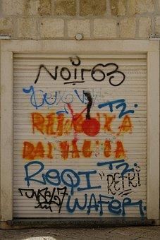 Goal, Door, Garage, Input, Portal, Grafitti, Dirty