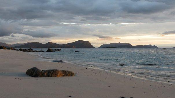 Flø, Uls Stone Cove, Norway