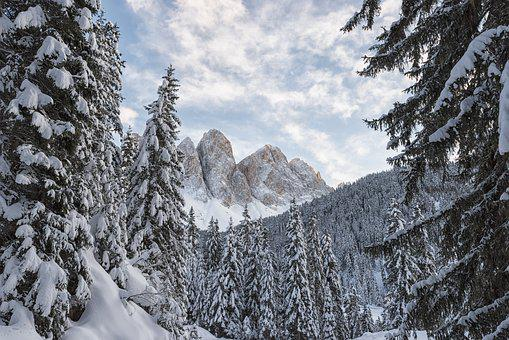 Italy, South Tyrol, Dolomites, Val Di Funes, Odle