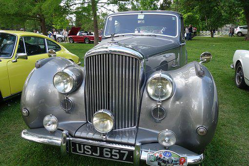 Old Cars, Bentley, Pau