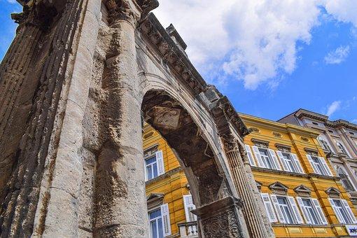 Sergierbogen, Archway, Pula, Croatia, Antique