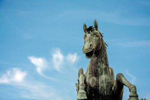 Horse, Statue, Fun, Positive, Laugh, Humor, Sculpture