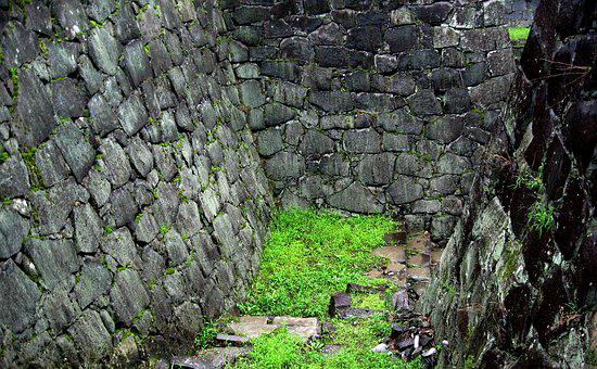 Trap, Rock, Stone Wall, Wall, Moss, Stone, Rough, Cliff