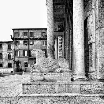 Verona, Veneto, Italy, Piazza, Marble, Statue, Fontana