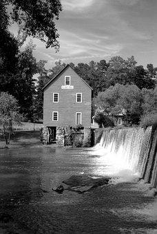 Starr's Mill, Waterfall, Georgia, Usa, Landscape