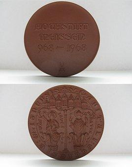 Medal, Meissen, Porcelain, High Pin, 1968, Ddr, Old
