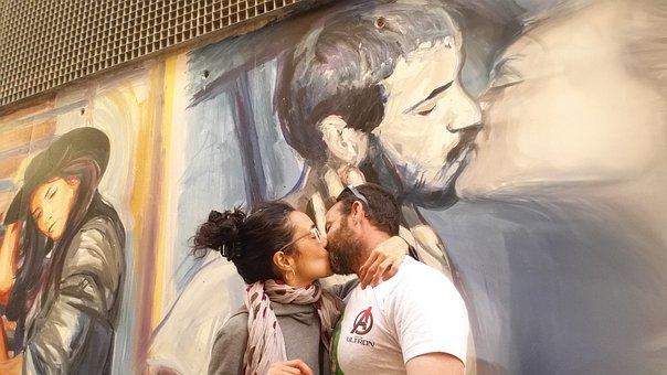Kiss, Caress, Valencia