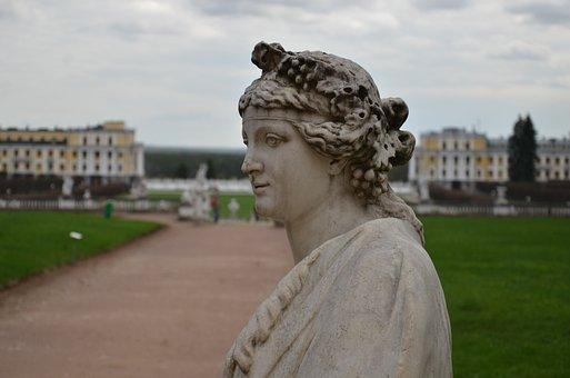 Homestead, Arkhangelsk, Statue