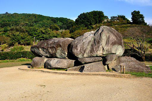 The Ancient Ishibutai Burial Mound, Mounds