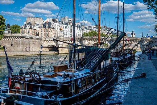 Paris, Seine, Barges, New Bridge