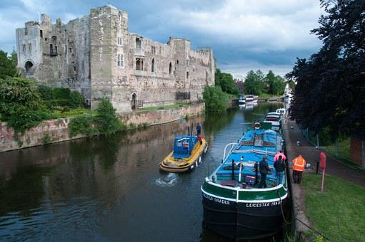Castle, Barge, Boats, Newark, Trent, River, Tugboat