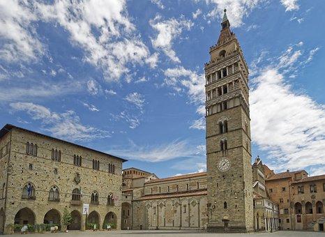 Italy, Tuscany, Pistoia, Piazza Del Duomo