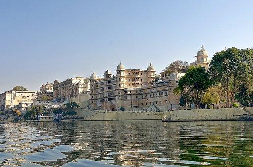 India, Udaipur, City Palace, Lake Pichola, Building