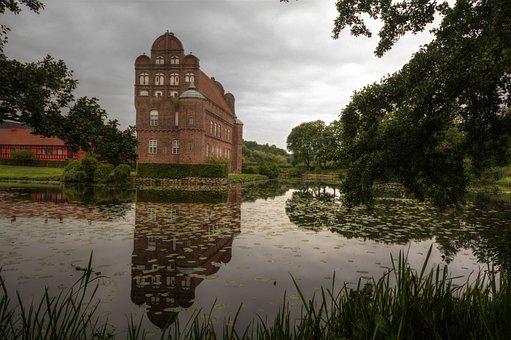 Hesselagergaard, Castle, Fyn, Mirror Image