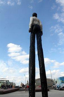 Hamburgensien, Statues, Sculpture, Stilt, Hühnerposten