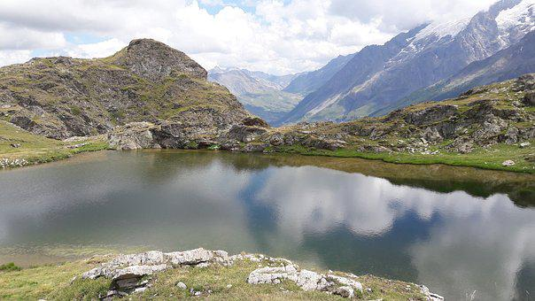 Lake, Mountain, Plateau Of Emparis France, Hiking