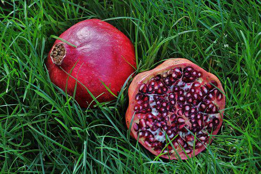Pomegranate, Pips, Fruit, Grass, Przekrojony, Eat