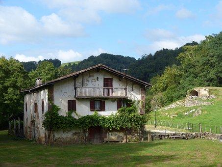 Hamlet, Navarre, Puerto Otsondo, Baztan, Prado
