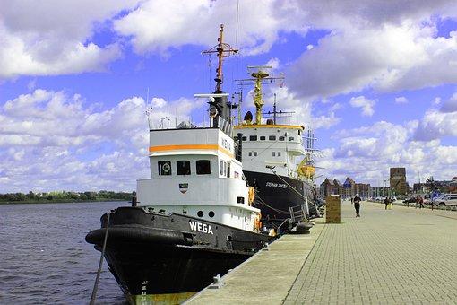 City harbor, Tug, Warnow, River, Sky, Clouds, Rostock
