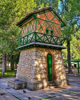 Palomar, Architecture, Casita, Den