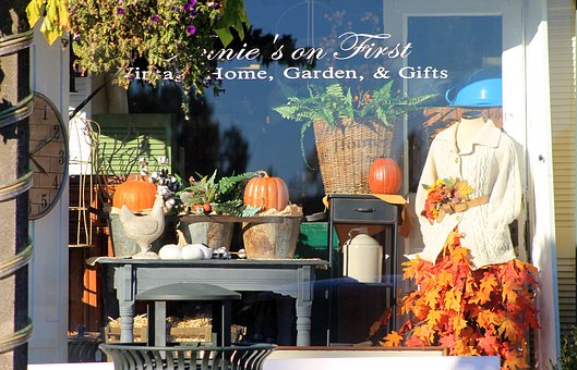 Window, Retail, Fall, Autumn, Color, Pumpkins, Antiques
