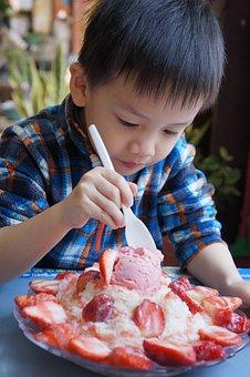 Taiwan, Tainan, Strawberry Ice, Summer, Children