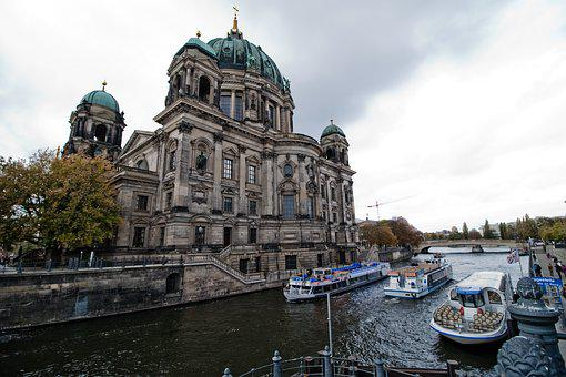 Hotels In Berlin, Germany, The River Spree, Ship