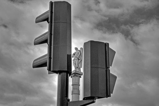 Traffic Light, Statue, Double White Black