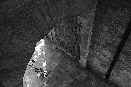 Velo Driver, City Gate, Torres De Serranos, Valencia