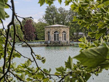 Fontainebleau Park, Lake, Belvedere, Gazebo, Residence