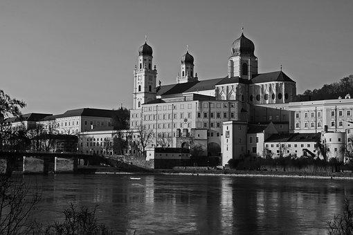 Passau, Dom, Inn, St Stephan's Cathedral, Niederbayern