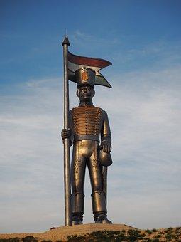 Pakozdi, Statue, Mishka Knight, Hussar