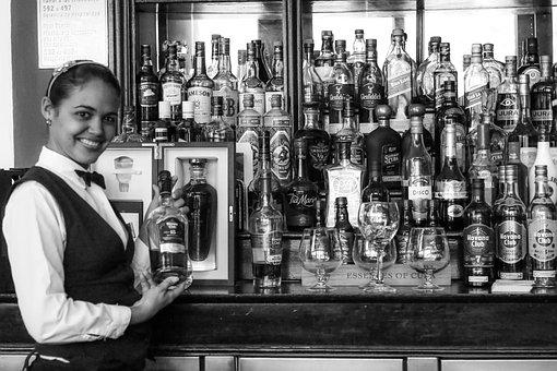 Cuba, Havana, Hotel Nacional, Malecòn, Bartender