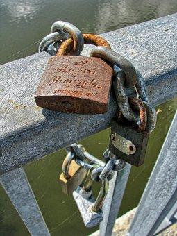 Love, By Wlodek, Chain, Bridge, Bridge Lovers, Rust