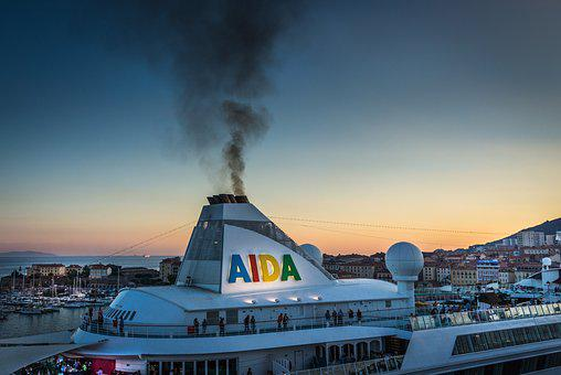Cruise Ship, Hole In The Ozone Layer, Abendstimmung